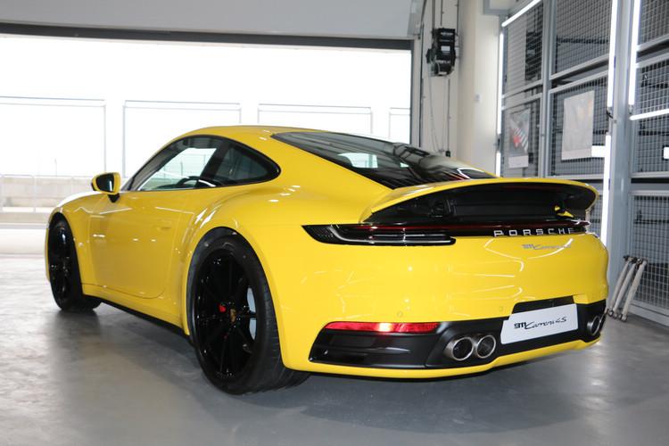 911不僅是一輛撼動人心的純正跑車,更是Porsche造車工藝的靈魂所在,展現強勁動力和卓越操駕性能。