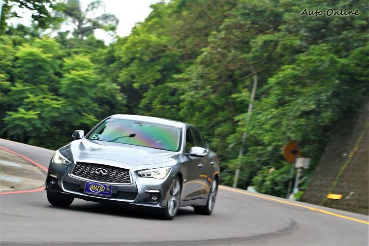 山路上Q50 Silver S帶來強烈的跑車駕馭感,與先前2.0旗艦型相比,動態表現增加不少樂趣。