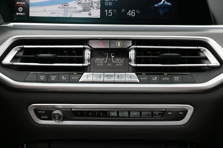 中控台介面維持BMW傳統風格。