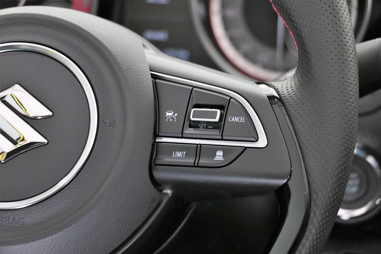 就算是手排還是有ACC跟車系統,使用上相當特別。