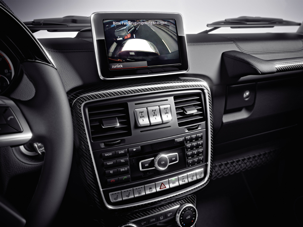 中控台上三個差速器選擇鈕,專業呀!注意那個小螢幕,能顯示各角度的輔助視野,高科技呀!