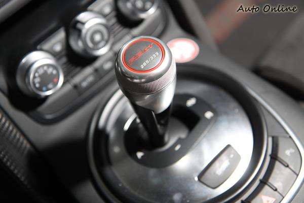 限量333台就刻在排檔頭上,R8 GT已經完售了。