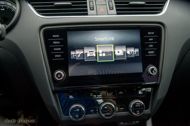 Smart Link系統讓智慧手機功能輕鬆在八吋中央螢幕上使用。