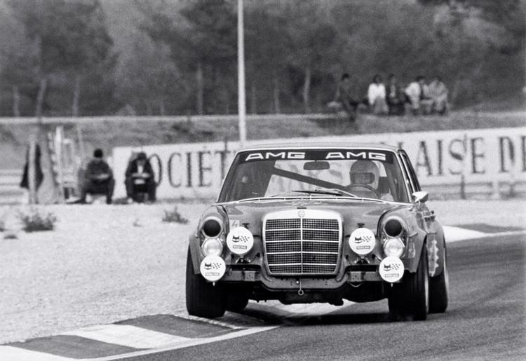 創立後第四年就拿下Spa  24 小時耐力賽冠軍,AMG至此一舉成名。