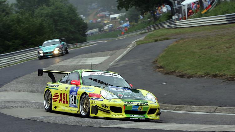 2006年Manthey Racing這支車隊,在Porsche的技術奧援及廠隊車手組合下,在N24比賽中一舉奪冠。
