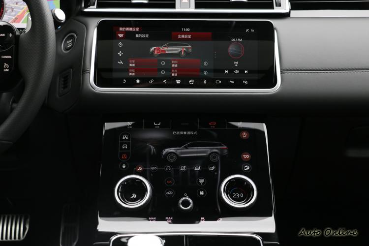 利用簡約風格突顯出美感,簡化後的按鍵由中控台兩個10吋觸控螢幕給取代。