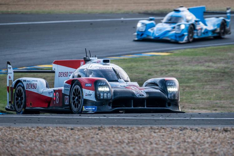 Toyota車隊巧妙利用了SC出動全場緩行的時間進行搶修,盡可能減少損失的時間。