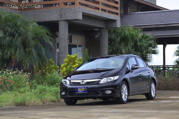 從配備水準來看,1.8 VTi-S依舊是車系中C/P值最高的選擇。