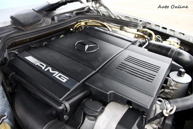 以4.2升V8自然進氣引擎為基礎,經過AMG優化,最大馬力312hp、最大扭力43.3kgm。