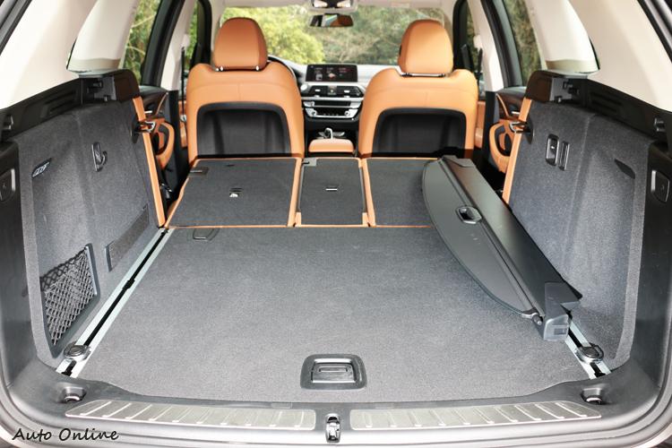 車室空間擁有高度靈活性,行李廂空間更可自550公升擴增至1600公升。