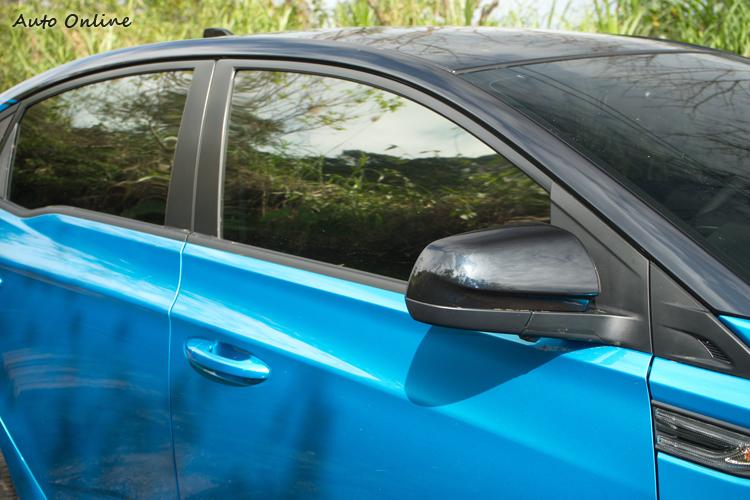 雙色調外觀,增加一些Fun Car般的玩心。