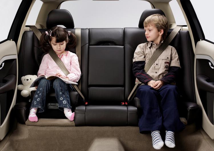 2007年首見於V70、XC70的雙階段增高墊兒童座椅,讓專為成人設計的安全帶也能在體型小的孩童身上發揮應有的保護效果。