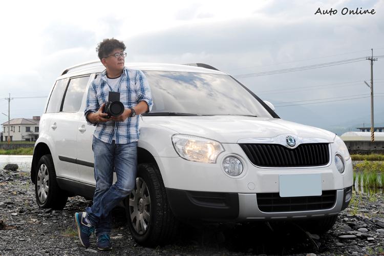 資深國內汽車雜誌專業攝影Arthur Wang很早就看上了Yeti的實用好開,所以購入了改款前的車型。