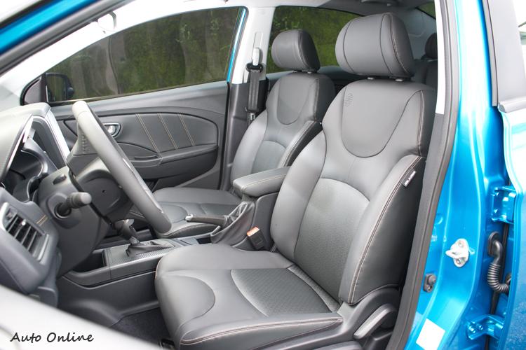 座椅多層次泡棉結構提供良好支撐乘坐感又不死硬。