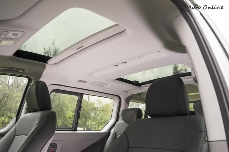 旗艦車型可加價選雙天窗。