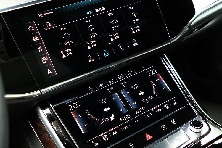 雙螢幕的中央控制台設計,具備了傳統面板的直覺和數位科技的雙重優勢。