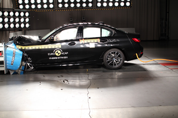 BMW 3系列和Model 3同獲級距最安全認證,其中在行人保護評比的好成績功勞不小。