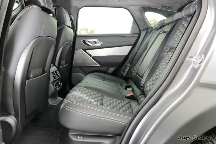 車內空間上維持原Velar水準,只是多了些豪華配備。