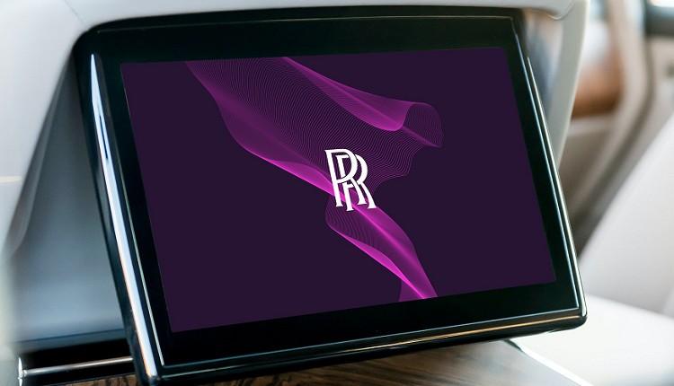 維持原RR兩位創辦人的廠徽,改採紫色以及玫瑰金色調搭配,典雅、貴氣徹底展現於車迷眼前。