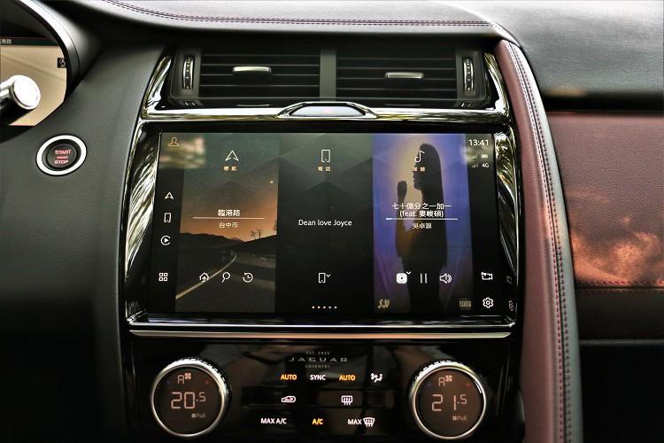 中控台上方螢幕升級最新11.4吋觸控螢幕,相較前代螢幕可視面積提高48%。