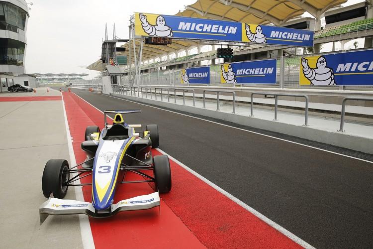 可以在雪邦國際賽車場上開F4真的很過癮,就別太羨慕哥了!