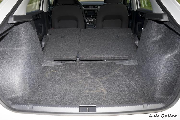 行李廂空間有550公升,放倒後座後容量更大。