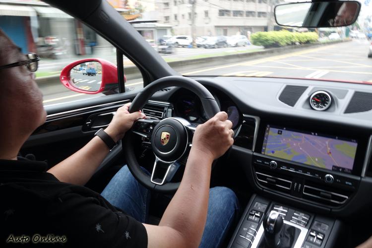 油門反應靈敏是新引擎的優點之一,即使在標準駕駛模式下也足敷使用。