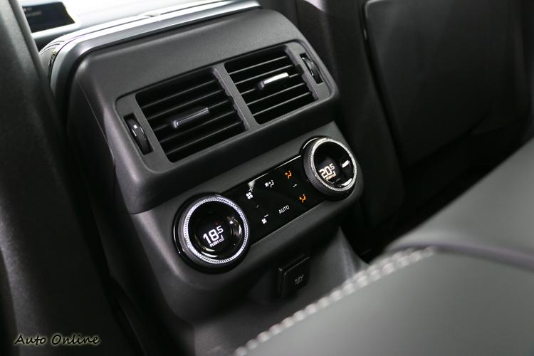 四區的恆溫空調系統帶給後座乘客尊爵舒適乘座感。