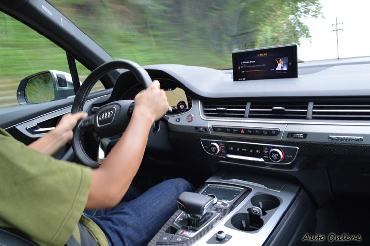 七座設定提供的寬敞乘坐空間,讓SQ7也能成為一款稱職的家庭用車。