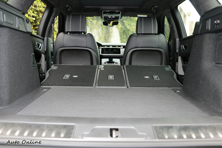 正常的乘坐五人配置有513公升容積,如果後座椅背傾倒之後可達到1,731公升置物容積。